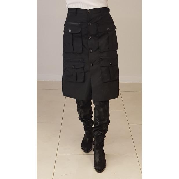 Juodas sijonas su kišenėmis